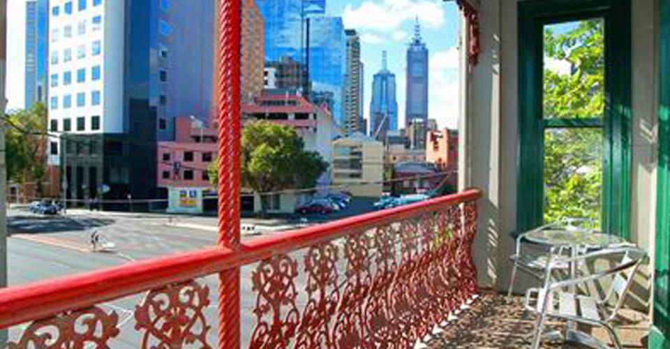 flexistayz 1 drummond street balcony